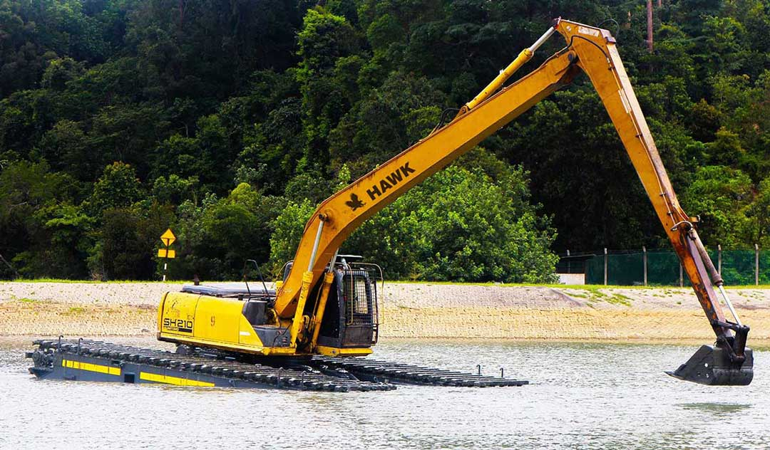dae-amphibious-swamp-excavator-tracks